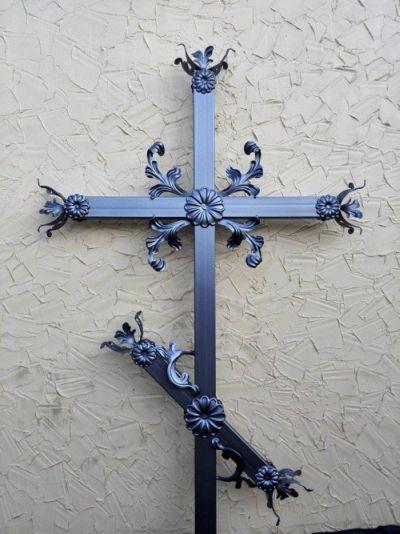 Купить металлический крест Киев - на могилу на кладбище. Недорого.